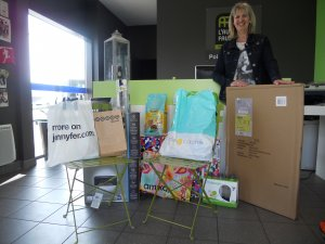 1000€ de cadeaux : TV, vêtements, soins beauté, salon de jardin, carte cadeaux etc... pour le bonheur de la famille Guibert !