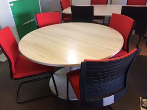 TABLE RONDE STEELCASE CHENE FIL